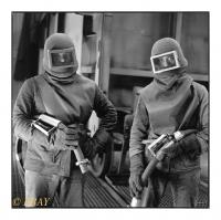 Ouvriers chargés du nettoyage des tôles de wagon, La Brugeoise et Nivelles, Manage, Belgique, 1986 - argentique