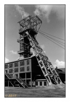 Chevalement du puits n°4 du charbonnage Wilhelmine Victoria reconstruit sur le site du Musée de l'industrie Zeche Zollern 2/4, Dortmund-Bövinghausen, Ruhr, Deutschland, 2004 - argentique